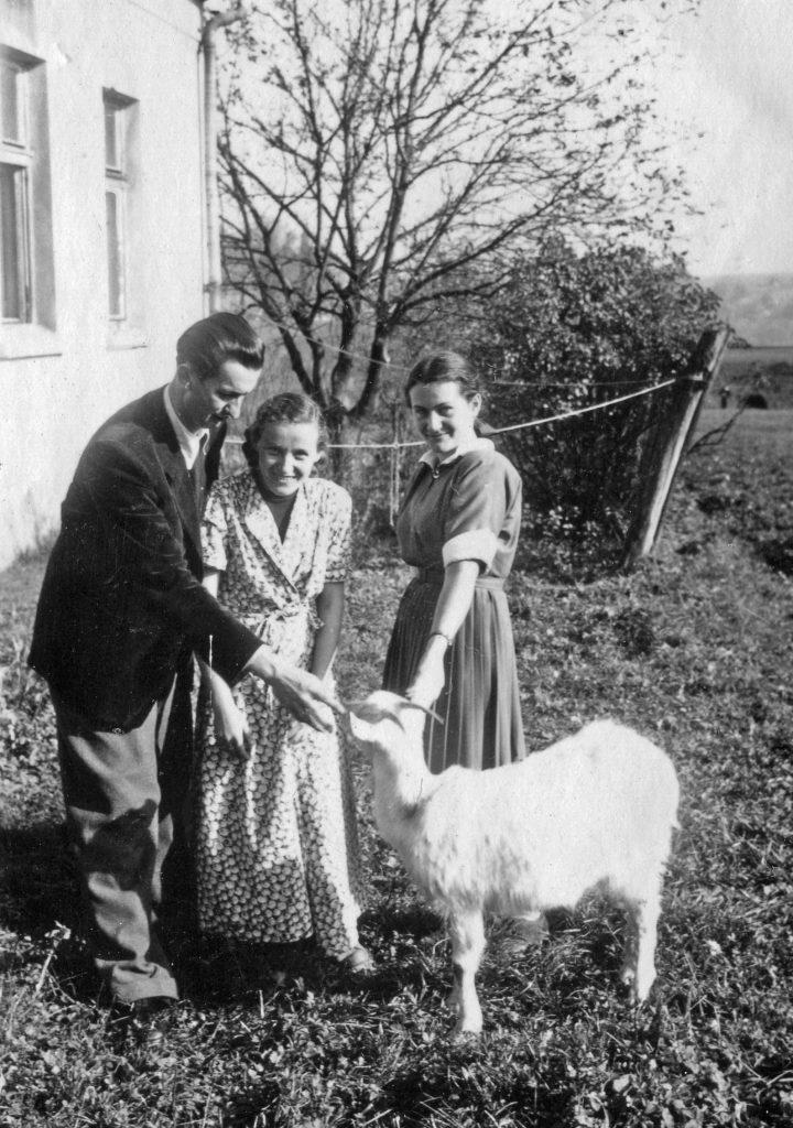 Koza z Stanisławem i Marią Ćwikłami oraz Ireną Góral 25.10.1953 r., Kalwaria